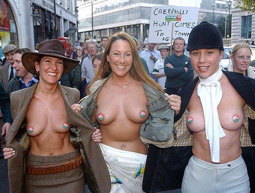 fox hunting ladies show their pretty breasts