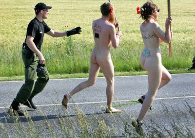 naked protesters flee the cops