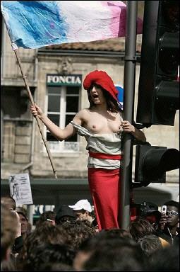 la marianne topless labor protest